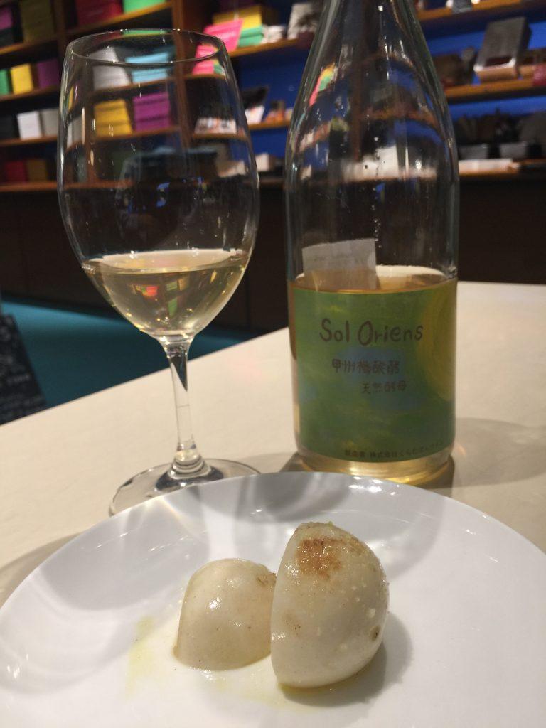 「ソルオリエンス甲州樽発酵 天然酵母 / くらむぼんワイン」
