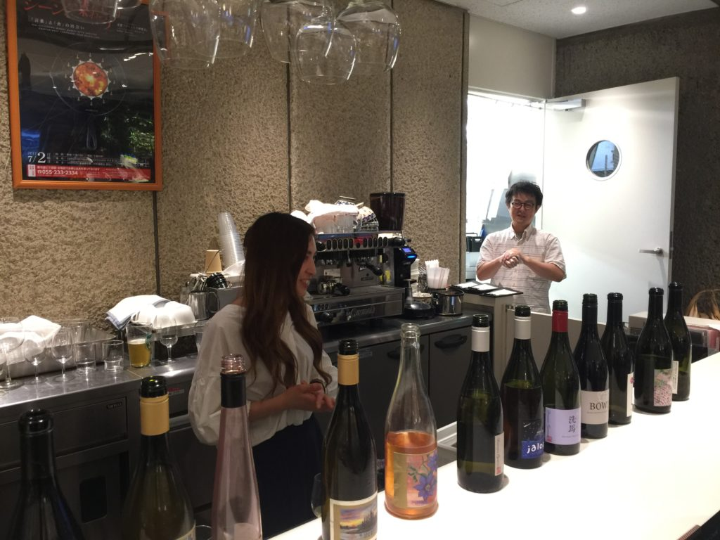 D&DEPARTMENT山梨店で開かれた立ち飲みワイン会