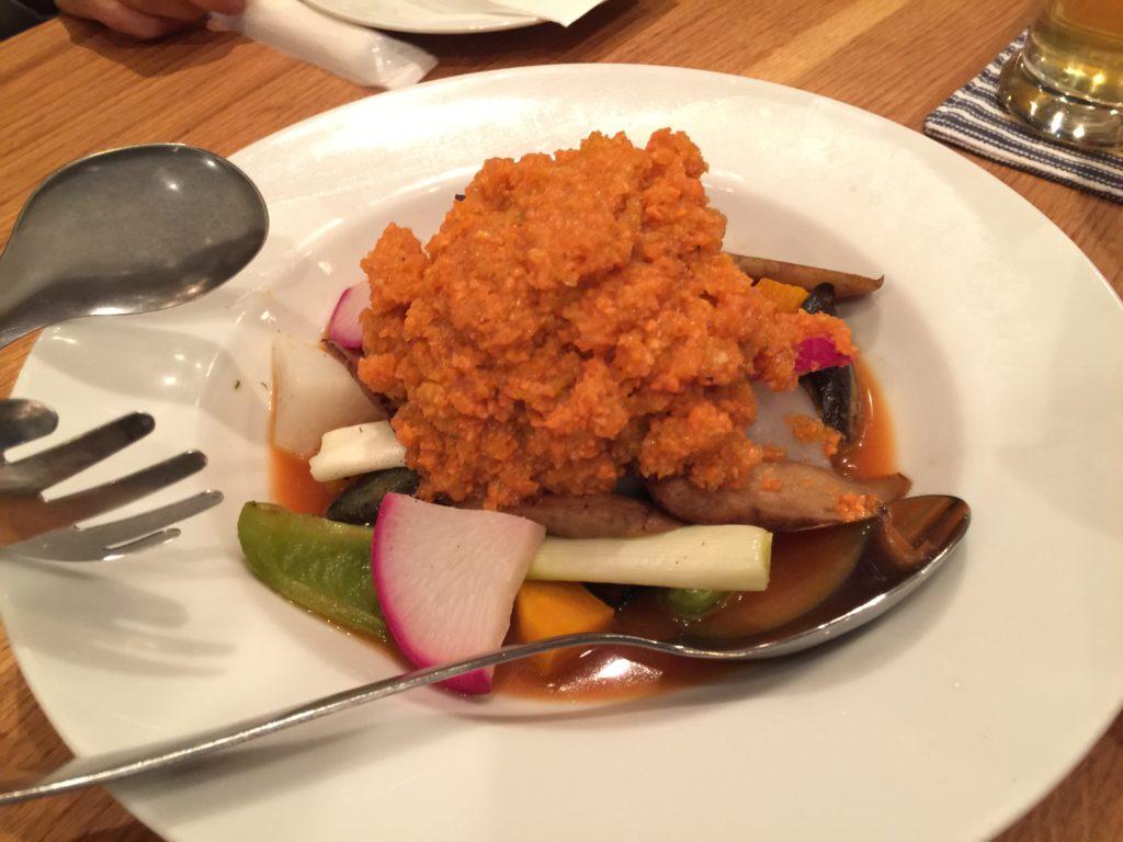 甲府・フォーハーツカフェのニンジンドレッシングのサラダ