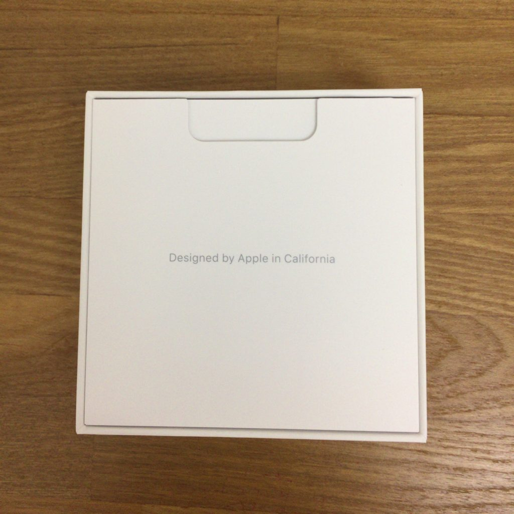 Apple AirPods箱の裏面