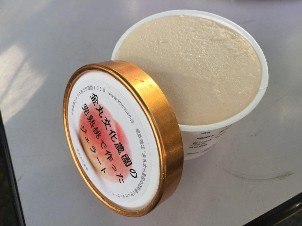 金丸文化農園の完熟桃で作ったアイスクリーム