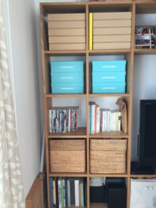 MUJI 無印良品:スタッキングシェルフで壁面収納化して日用品を入れる