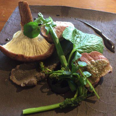 韮崎市にあるぶぅふぅうぅ農園の放牧豚 / フィレ肉の炭火焼き