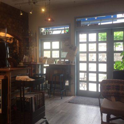 塩山駅より徒歩2分のザルツベルクコーヒーの店内