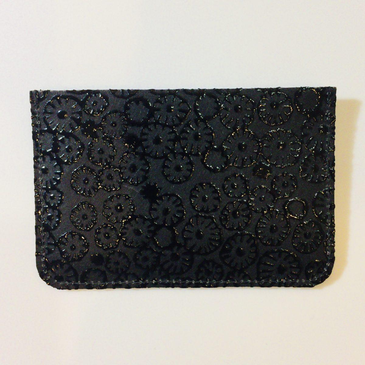 ミナペルホネンとコラボしたS I W A | 紙 和 URUSHIのパスケース