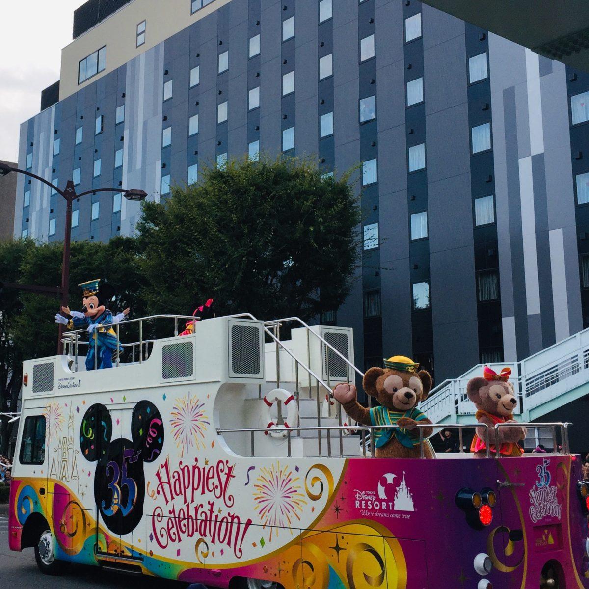 甲府市で開かれた東京ディズニーリゾート35周年スペシャルパレード