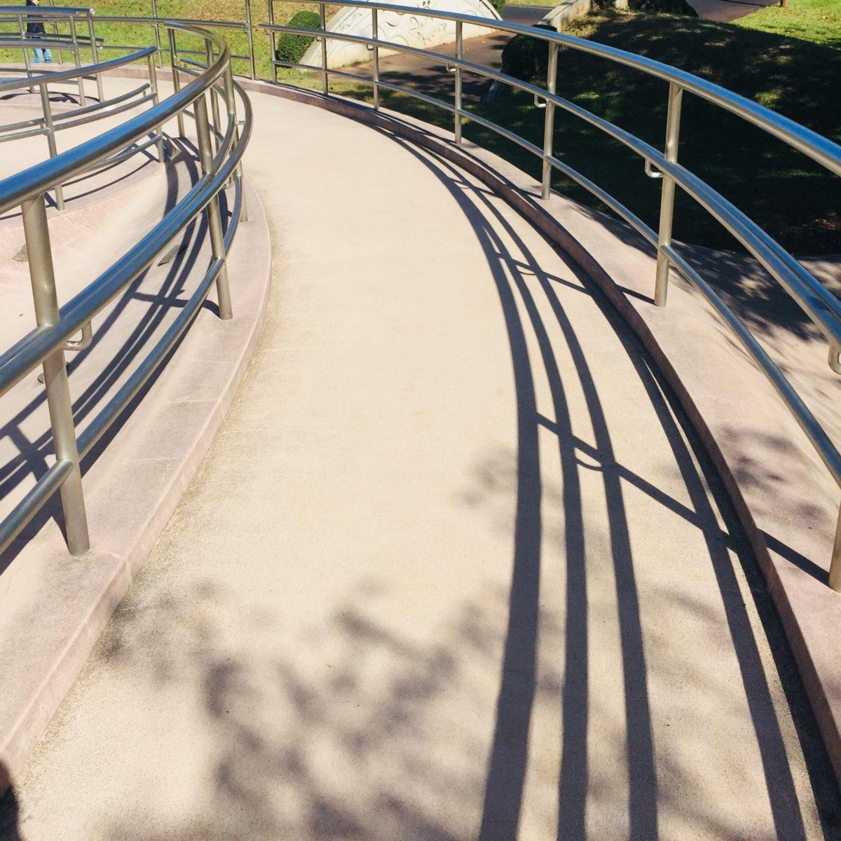赤坂台総合公園にある滑り台のスロープ