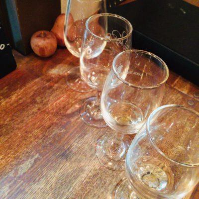 フォーハーツカフェ でのワインの試飲