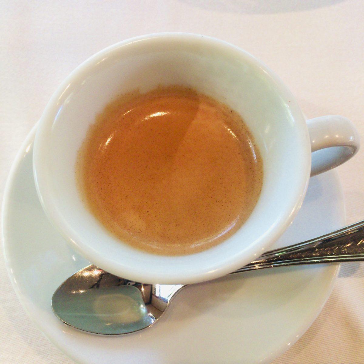 エリソンダンジュールの食後のコーヒー