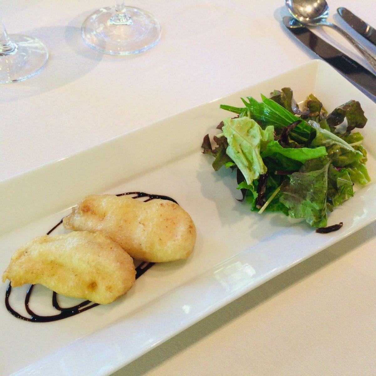 徳島産石垣鯛のサルサミコソースがけ 自家製鹿肉のサラミが入ったサラダ