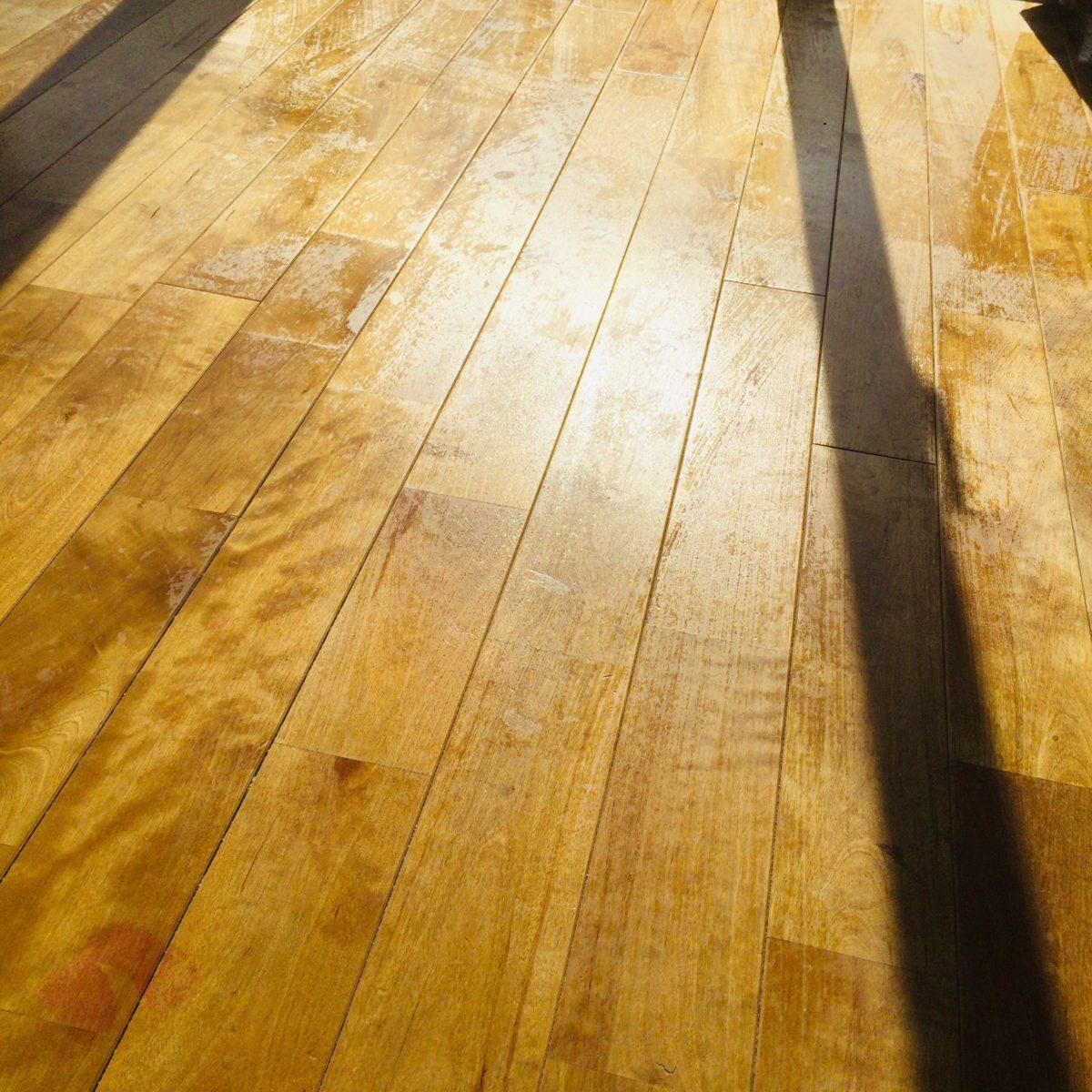 AURO社のワックスがけ後の床