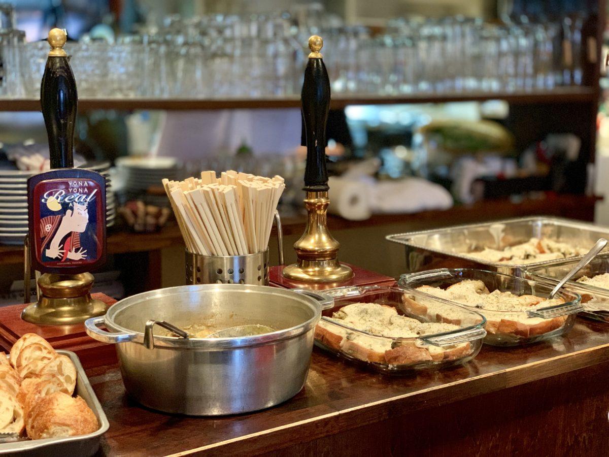 フォーハーツカフェでの「ワインフェス2019 ~宮城県石巻の牡蠣と山梨のワイン~」