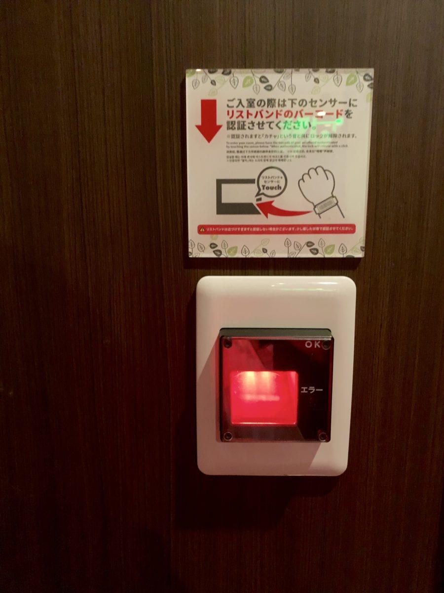 安心お宿 新宿店 カプセルエリア入り口 拡大