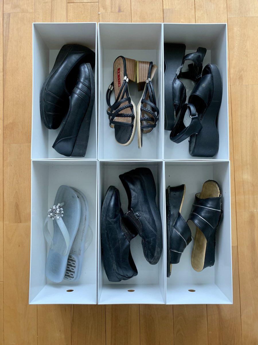無印良品「ポリプロピレンファイルボックス・スタンダードワイド・ホワイトグレー・1/2」を使った婦人靴の収納
