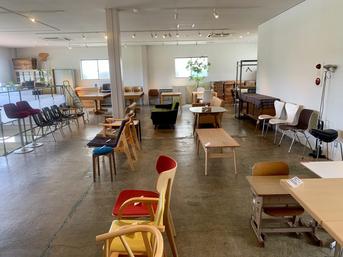 D&DEPARTMENT 静岡店のチェア・家具コーナー