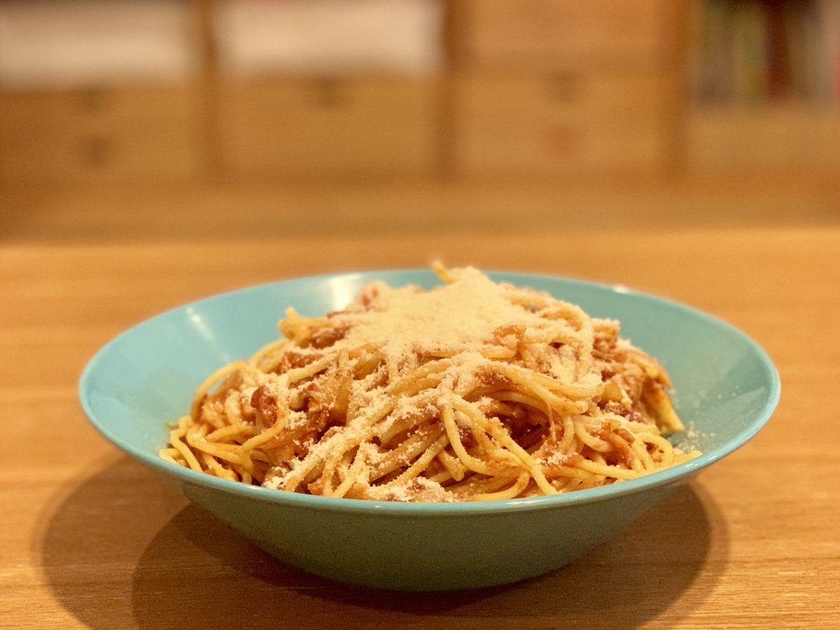 森永乳業 クラフト「パルメザンチーズ」 をかけたトマトパスタ