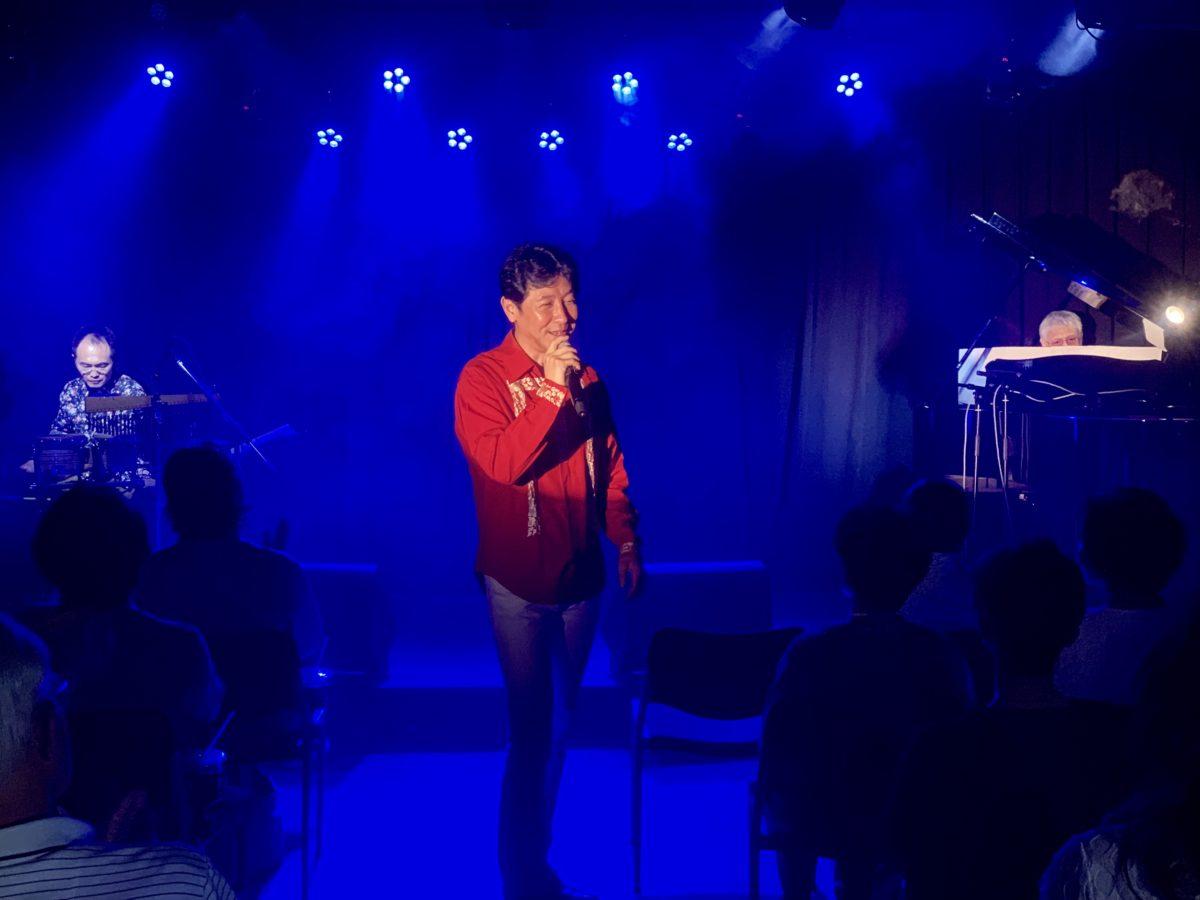 山梨市出身のシャンソン歌手の小倉浩二