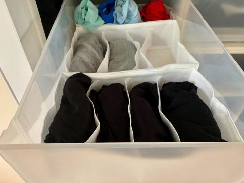 無印良品の「衣装ケース・大」と組み合わせた「不織布仕切ケース・大・4仕切・2枚入り」の収納