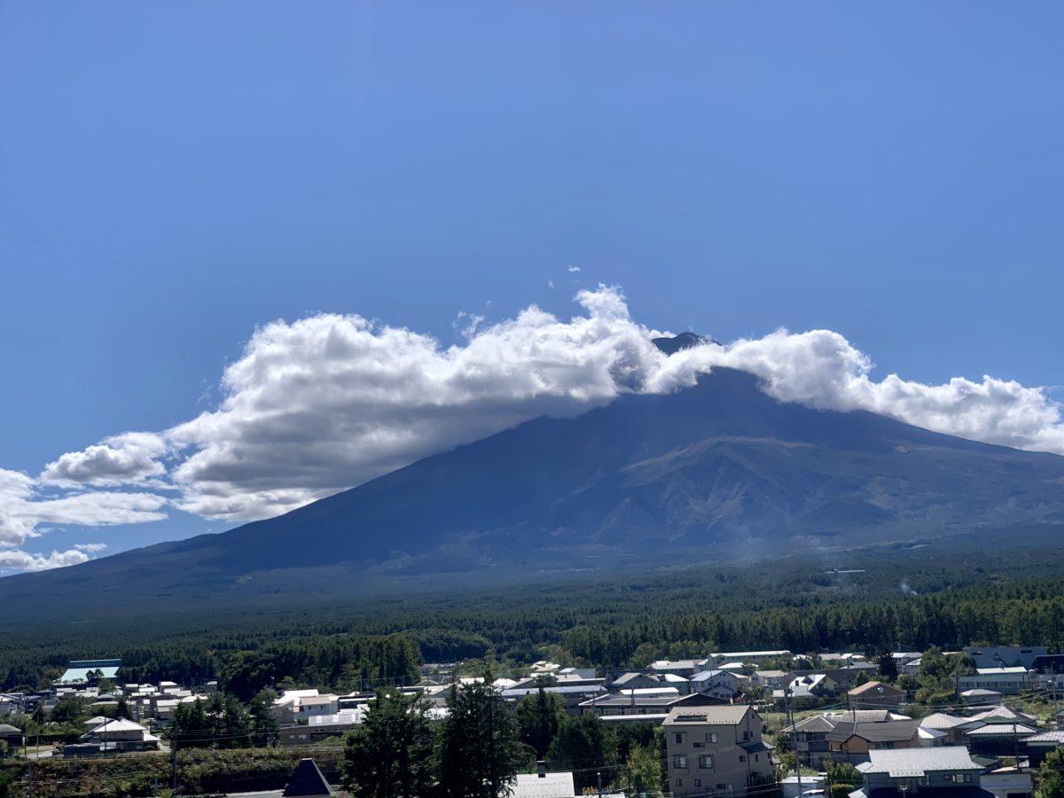 ふじさんデッキから眺めた10月初旬の富士山