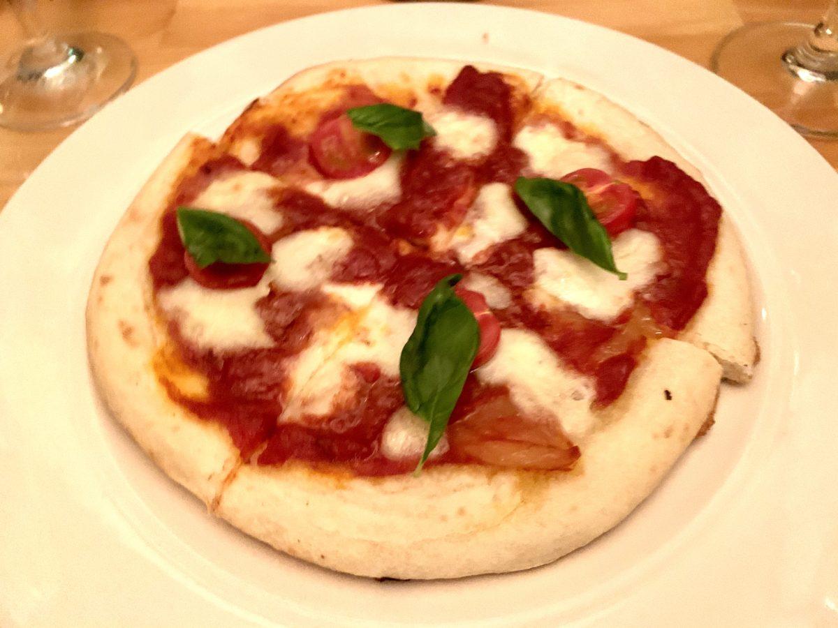 トマトとバジルのピッツァ