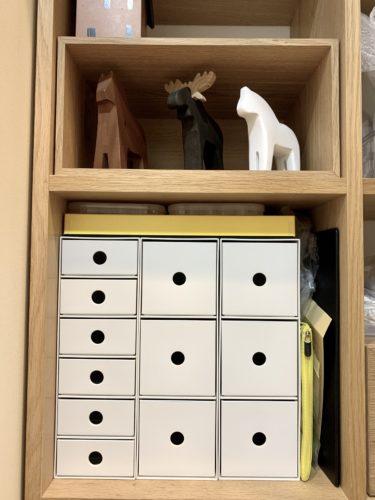 無印良品「スタッキングシェルフ」に収納した「ポリプロピレン小物収納ボックス」