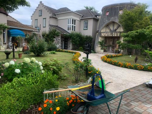 猫のダヤン「河口湖町木ノ花美術館」入り口庭園