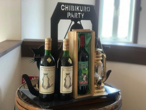 ダヤンが描かれたワインのエチケットの展示