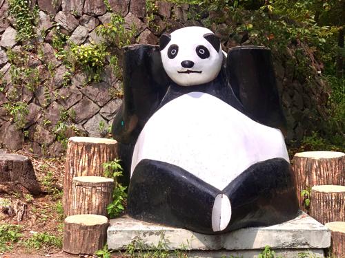 愛宕山子どもの国のパンダの置物