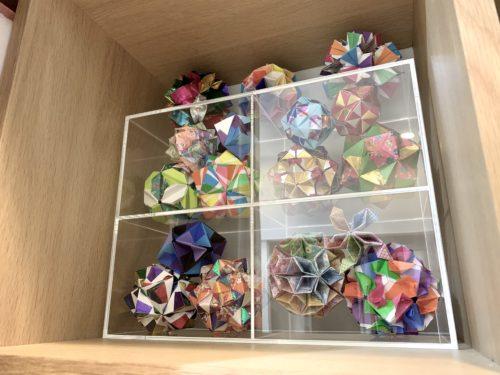 折り紙のハンドメイド作品を収納した無印良品「仕切ボックス・CD用」