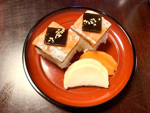 北杜市・長坂にある和食処「ひな菊」のランチメニューの八ヶ岳湧水マスの押し寿司