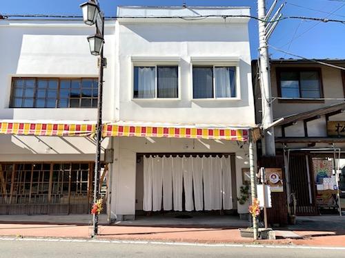 富士吉田市のホステル「SARUYA」外観正面