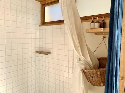 富士吉田市のホステル「SARUYA」アネックスのシャワールーム