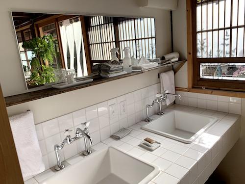 富士吉田市のホステル「SARUYA」アネックスの洗面所拡大