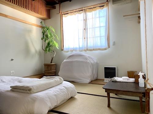 富士吉田市のホステル「SARUYA」本館のゲストルーム