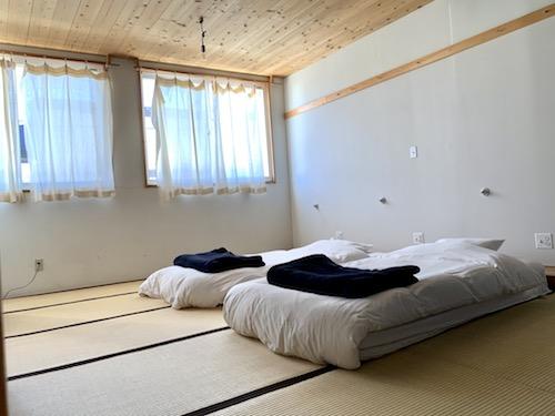 富士吉田市のホステル「SARUYA」本館のツインルーム