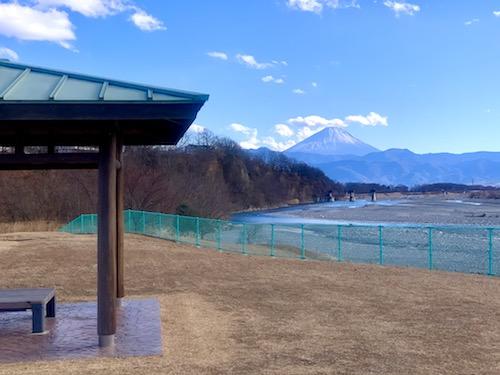 双葉水辺公園の富士山の見える休憩所
