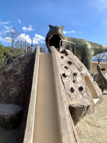 双葉水辺公園の恐竜遊具の滑り台