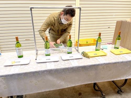 日川中央葡萄酒の試飲コーナー