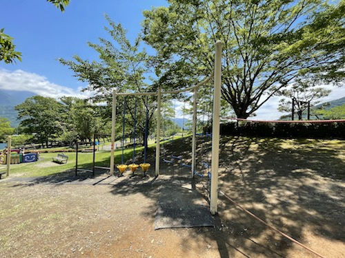 富士川クラフトパーク・砦遊具広場のロープを使った遊具