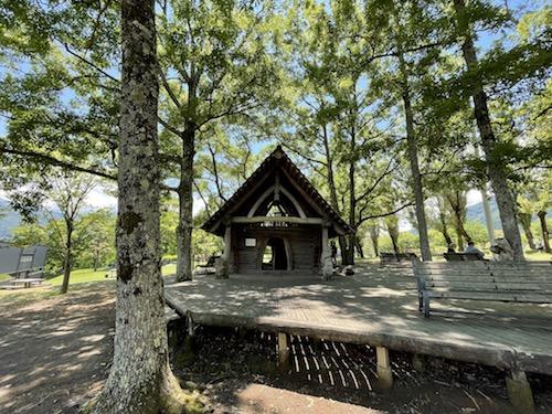 富士川クラフトパーク・砦遊具広場内の木の家