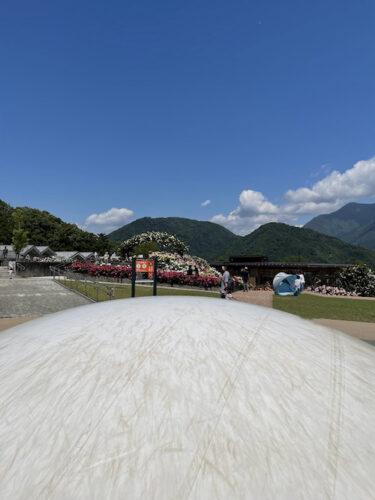 富士川クラフトパークにある大型遊具・ふわふわドームの近景