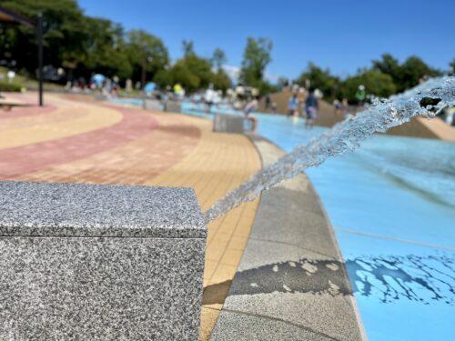 いくつかある南アルプス市御勅使(みだい)公園の噴水機