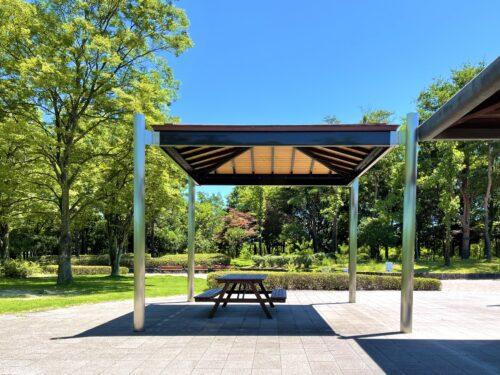 御勅使(みだい)南公園にあるプール付近の休憩所