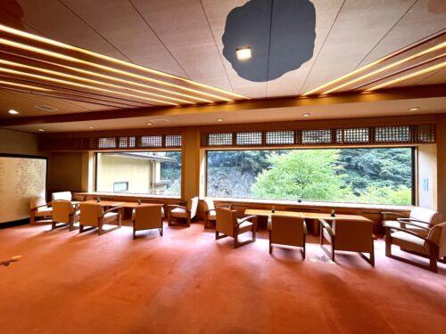 西山温泉・慶雲館のロビー