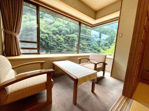 西山温泉・慶雲館の月見台付客室