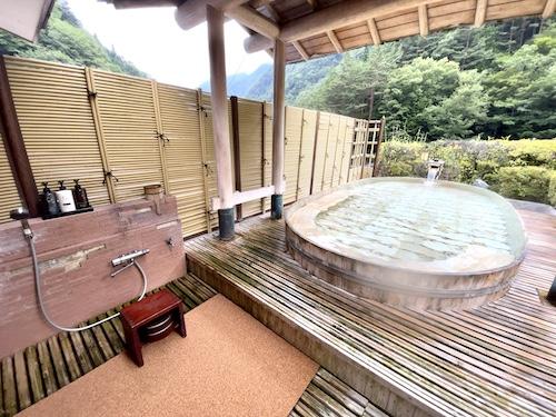 西山温泉・慶雲館の野天風呂 望渓の湯