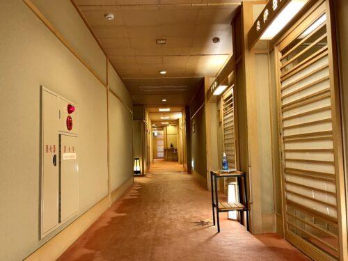 西山温泉・慶雲館の廊下