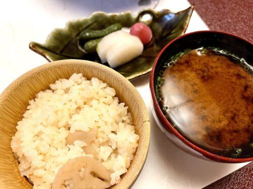山梨・西山温泉「慶雲館」の食事 葉月の宴 <夕食> ご飯 止め椀