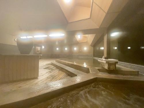 西山温泉・慶雲館 展望大浴場 桧香の湯(夜)